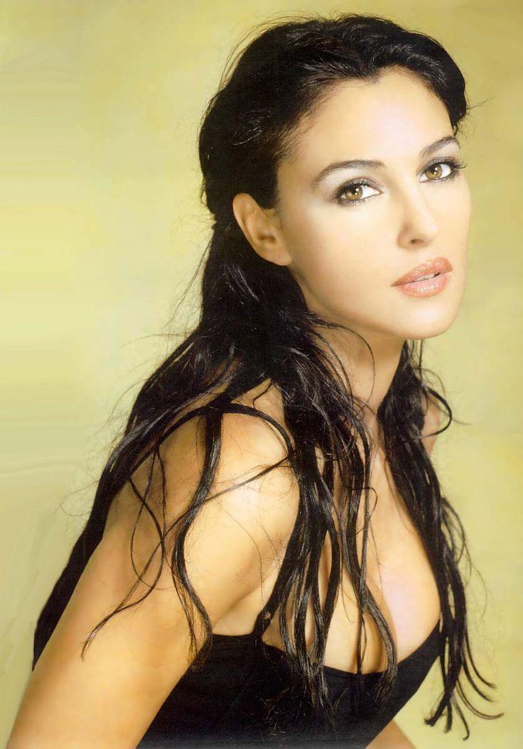 25位 モニカ・ベルッチ(Monica Bellucci)  生年月日:1964年9月30日  国籍:イタリア  職業:女優  主な作品  『マレーナ』  『マトリックス・リローデッド』