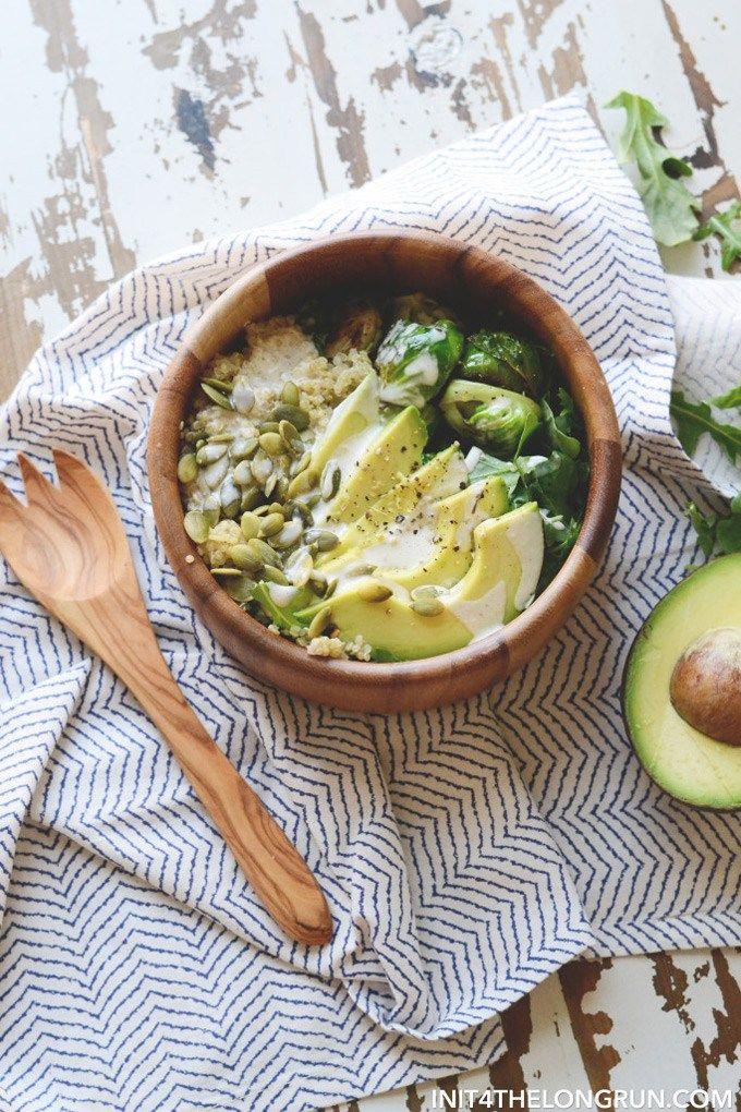 Passez la ligne de restauration rapide et faites votre propre déjeuner!  Ces 10 déjeuners Vegan santé pour le travail (ou scolaire!) Sont faciles à emballer dans un récipient et sont super savoureux.