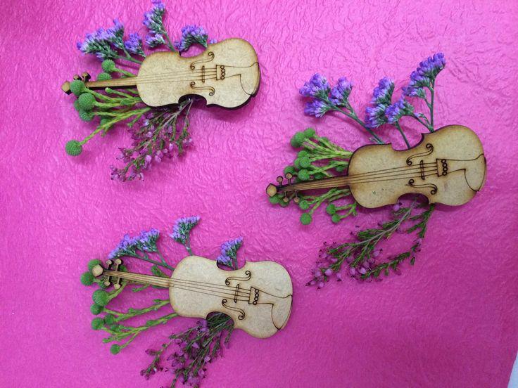 Violin boutonnieres with kolkol, heather and limonium.