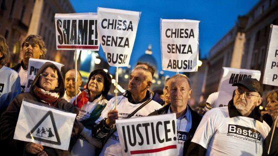 """A Foggia la rabbia dei genitori del giovane abusato da don Trotta: """"Nessuno ci mise in guardia. Vorremmo parlare con questo Papa che ci piace, sta"""