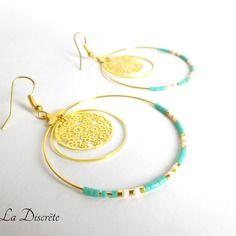 Boucles d'oreilles créoles en métal doré avec perles miyuki blanche et turquoise