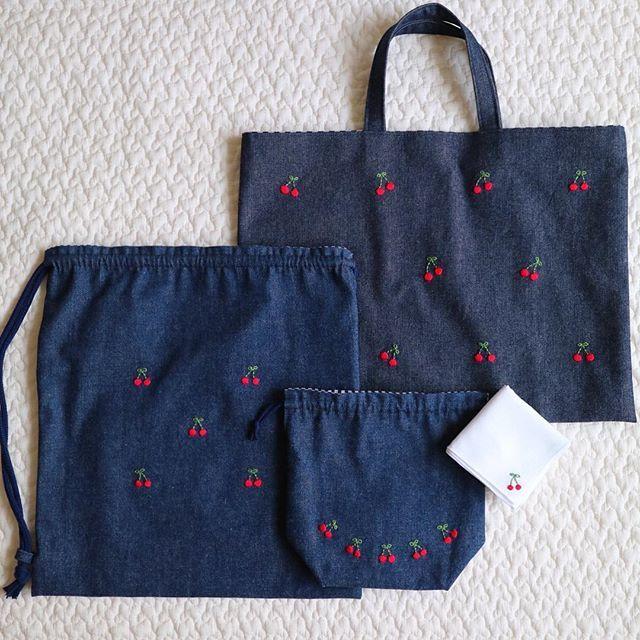 来年度の入学グッズ 一年生ってやっぱり特別可愛いですよね(^^) . 2、3月は入園・学グッズが立て込みますので、ご相談等がありましたらお早めにお願いします(^_^) . #刺しゅう #刺繍 #embroidery #handembroidery #入園グッズ #入学グッズ #入園準備 #入学準備 #レッスンバッグ #bag #コップ袋 #ナップサック #ハンカチ #handkerchief #さくらんぼ #cherry #denim