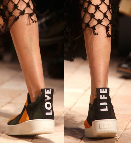 Text Me Maybe? 18 Fashion Slogans You'll Want to Wear – Vogue