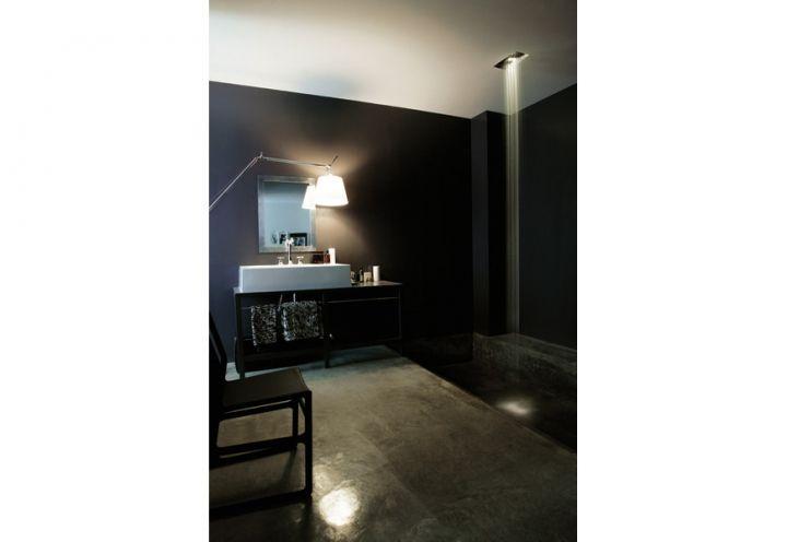 La camera del padrone di casa, Max Zambelli, è un grande spazio che ...