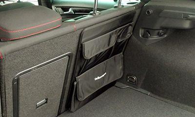 ■商品説明 VW ラゲージホルダーは、リアシートバックに面ファスナー(マジックテープ)で装着する収納ケースです。ラゲージスペースの整理に便利なアイテムです。  ■メーカー フォルクスワーゲン純正アクセサリー  ■適合車種 VW Golf7/all model VW Golf7 Variant/all model VW Golf6/Highline/GTI VW Golf6 Variant/all model VW Golf Touran(5T)/all model VW Passat Variant(B8)/all model ※セダンは不適合です。 VW The Beetle/all model ※カブリオレは不適合です。 VW Tiguan(5N)/all model  VW Touareg(7P)/all model  ■サイズ等 ・サイズ:縦約475mm×横約330mm  ■特記事項 ・ご使用のパソコンモニターの設定及び環境等によって、商品画像の色や質感が実物と異なる場合が...