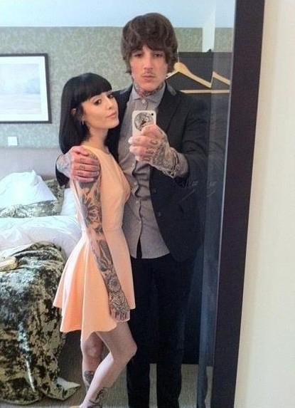Oli sykes kissing his wife pic 838