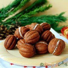 Nuci umplute cu ciocolata fragede si delicioase Am vrut să pun cacao în nuci şi să le umplu cu ciocolată albă şi nucă de cocos.