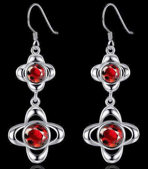 https://www.goedkopesieraden.net/925-Sterling-oorbellen-met-bloemen-en-rode-zirkonia-stenen