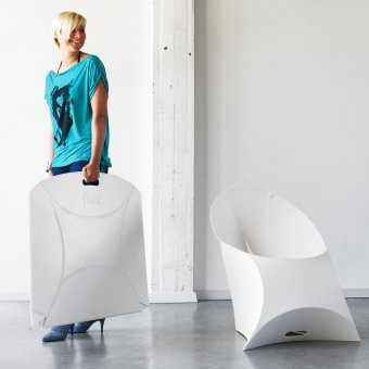 Flux Chair transforms from a flat package with a handle into a design chair and back again. And it is recyclable! #white #design