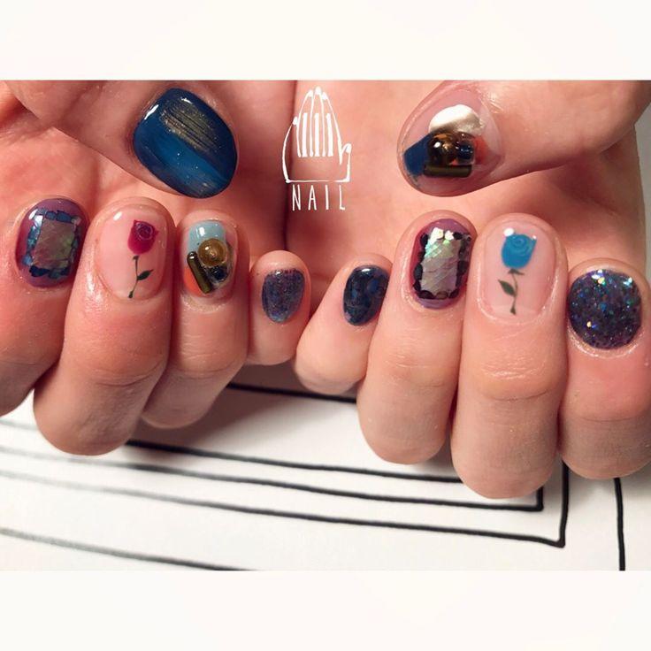 ▪️⚪️✨▫ #nail#art#nailart#ネイル#ネイルアート #rose#cute#kawaii#glitter#vintage#バラ#ショートネイル#paint#手書きアート#nailsalon#ネイルサロン#表参道#blue111#手書きアート111 (111nail)
