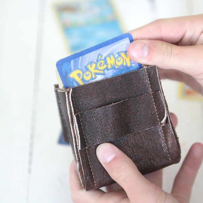 Lerne, wie man einen DIY-Lederdeckhalter für Pokemon oder Magic the Gathering herstellt …   – Sewing