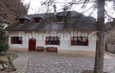 Fotka #1: Ponúkame Vám na predaj rod. dom(penzión) v obci Hodruša-Hámre, 759m2