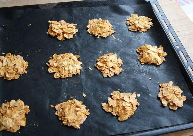 Koolhydraatarme koekjes en suikervrij  Vers, knapperig, flinterdun, smaakvol, gewoon heerlijk. Het is bijna niet te geloven dat er koekjes bestaan die koolhydraatarm en suikervrij zijn. Maar dit zijn