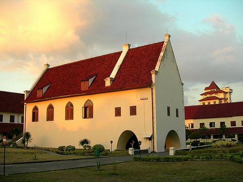 Fort Rotterdam (Benteng Ujung Pandang) is the best preserve Dutch fort in Asia - Barbara Crossette (Journalist of New York Times).