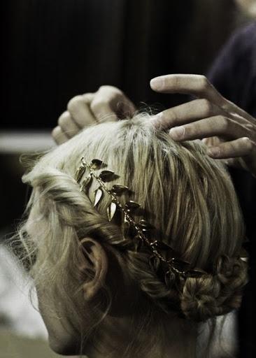 Diadema hecha con mechones retorcidos #peinados #recogidos #hairstyle