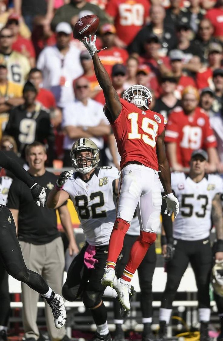 Saints vs. Chiefs  -  27-21, Chiefs  -  October 23, 2016:   Kansas City Chiefs wide receiver Jeremy Maclin (19) tipped the onsides kick by the New Orleans Saints out of bounds before the Chiefs' final offensive possesion at Arrowhead Stadium in Kansas City, Mo. on October 23, 2016. The Chiefs won, 27-21.