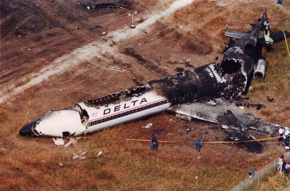 تفسير حلم سقوط طائرة لابن سيرين والعصيمي وابن شاهين Delta Airlines Aviation Accidents Airline Flights