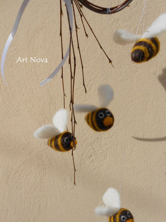 Felted bees mobile. Natural baby bees mobile. Waldorf by FelThink