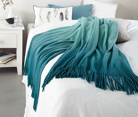 19,95 € Sanfte Farbverläufe von hell nach dunkel verleihen diesem Plaid einen besonderen Look. Es ist schön weich, anschmiegsam und als Kuscheldecke genauso geeignet wie als stilvoller Überwurf für Bett und Sofa.