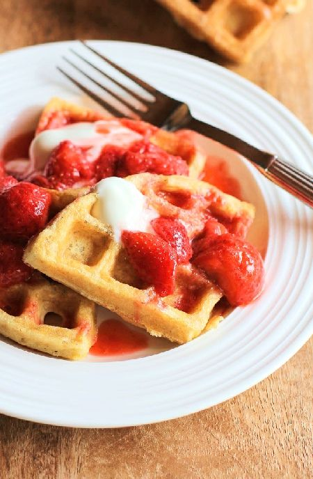 Waffles with strawberry compôte -- Low FODMAP Recipe and Gluten Free Recipe #lowfodmaprecipe #glutenfreerecipe #lowfodmap #glutenfree   http://www.ibs-health.com/low_fodmap_waffles_strawberry_compote1211.html