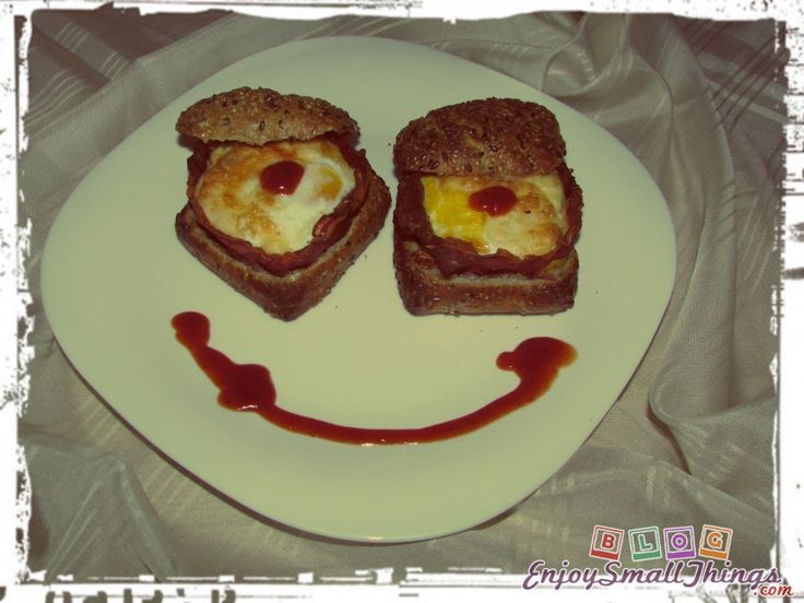 mr-smiley-baked-eggs-in-bread-buns-with-bacon-and-cheese