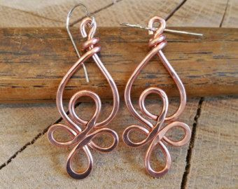 Celtico loop filo di rame orecchini - gioielli nodo celtico - ciondola, Handmade, martellato - orecchini celtici, donna, gioielli, orecchini di rame