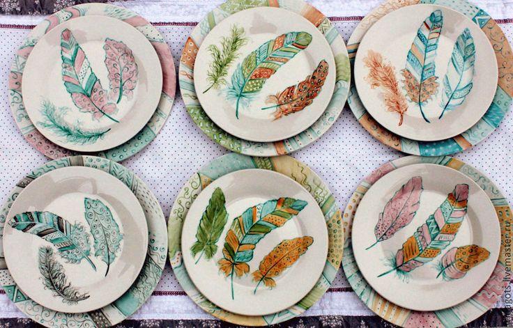 """Купить Набор тарелок """"Пёрышки"""" - роспись, авторская роспись фарфора, надглазурная роспись, тарелка с росписью"""