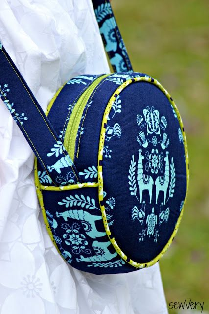 sewVery: The Alice Bag in Juxtaposey Fabric