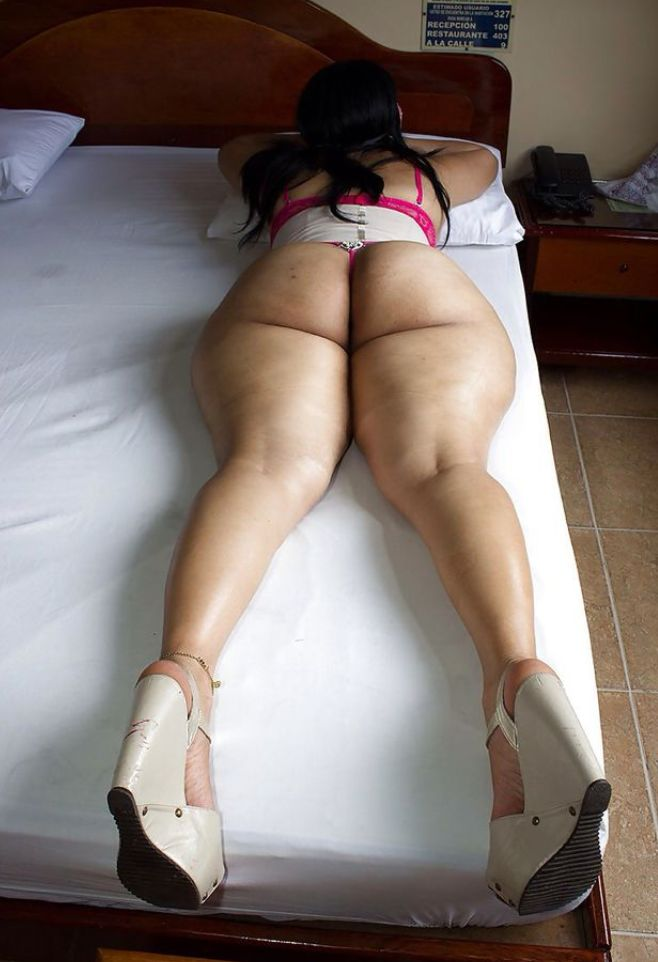 Adult archive nudes bent over at the waist