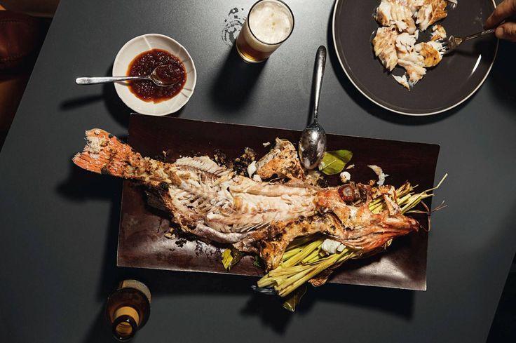 Plah-kokk Terje Ommundsen deler sine oppskrifter på saltgrillet uer, skinnstekt torsk og dampet skatevinge. http://www.dn.no/smak/2017/03/09/1634/Thaiskolen/-i-thailand-serveres-fisken-alltid-hel