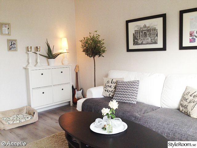 vardagsrum,olivträd,gitarr,vitt,ovalt soffbord