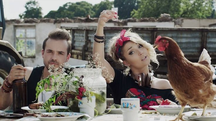 Poland: Cleo and Donatan Stage A Vodka-Fueled Family Reunion in music video for Brac