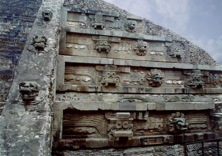 Temple of the feathered serpent 'Quetzalcoatl ...