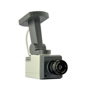 L'accessoire insolite pour faire croire que vous filmez : La fausse caméra caméra surveillance ! En effet, une fois que vous insérez des piles à l'intérieur, celle-ci se mettra à bouger et à clignoter... Amazing ! En plus, celle-ci est accrochable au mur. Pour découvrir notre catalogue, rendez-vous sur http://www.pinklemon.fr ! Pinklemon, le zeste d'idée cadeau pas cher !