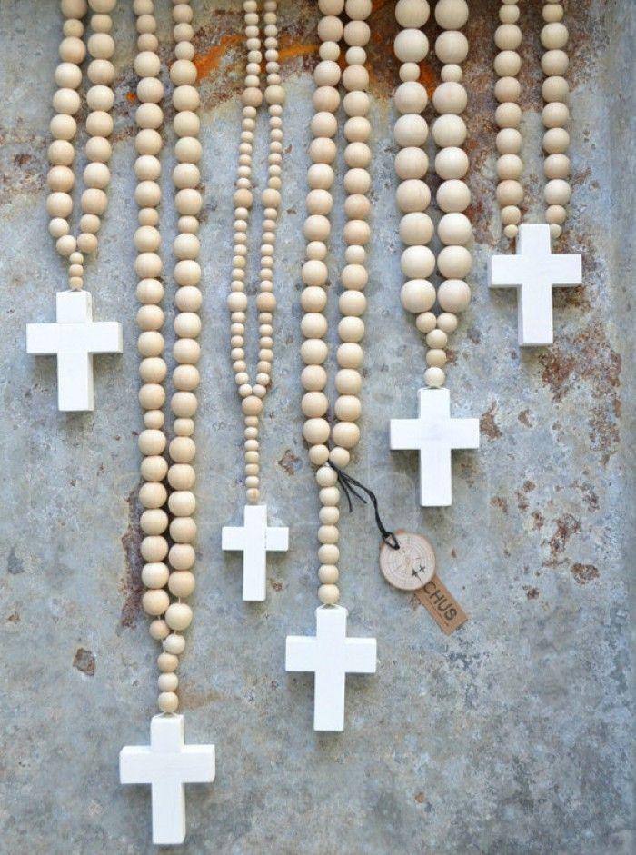 ketting houten bolkraal met wit kruis, Basichus
