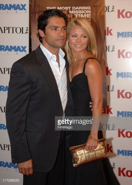 ♥♥♥Kelly Ripa♥♥♥ Mark Consuelos and Kelly Ripa during The Great Raid Washington, D.C. Premiere - Arrivals at Uptown Theatre in Washington, D.C., United States.