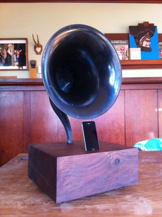 Vintage Gramophone IPHONE Player, Oregon Walnut Wood Base