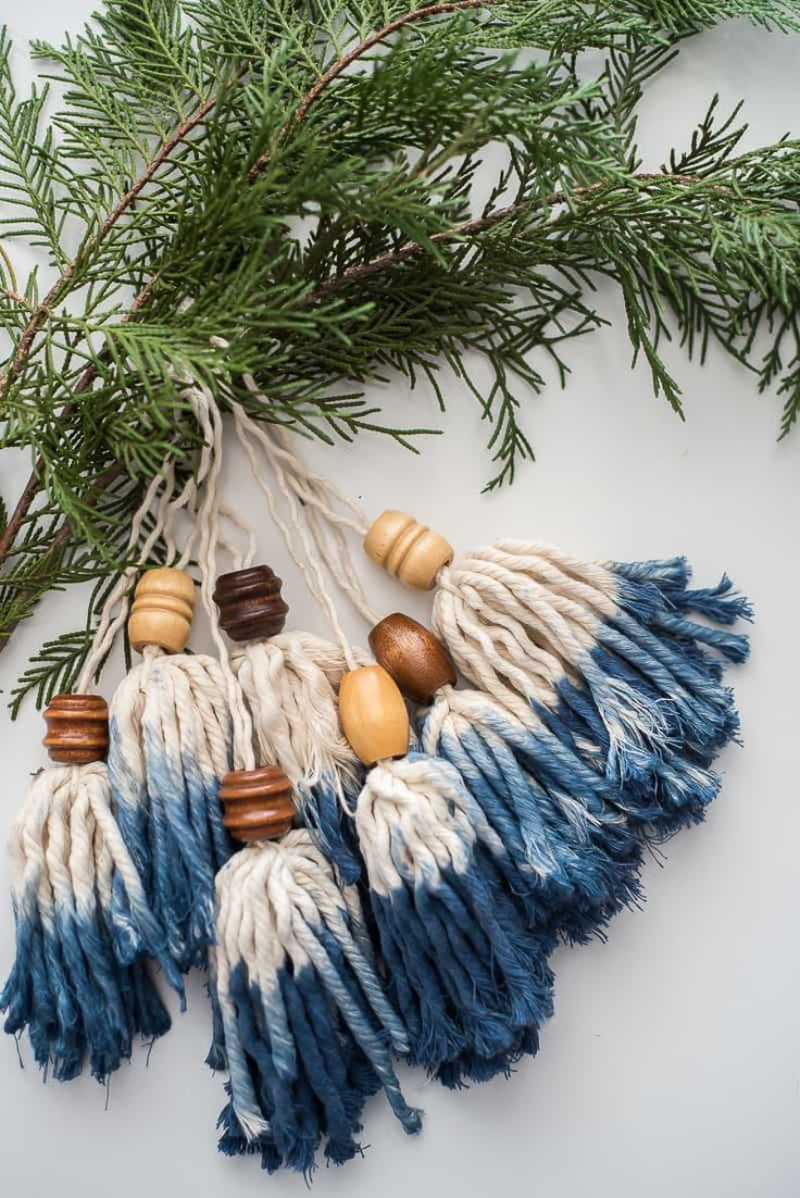 DIY BOHO Tassel ornament, These could also be made out of colored string or yarn in different colors. Great Idea.