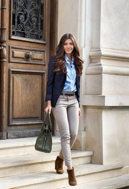 Looking for the perfect standout outfit for your next interview? We've got you covered! Here are 16 of our favorite stylish and professional outfits floating the internet.