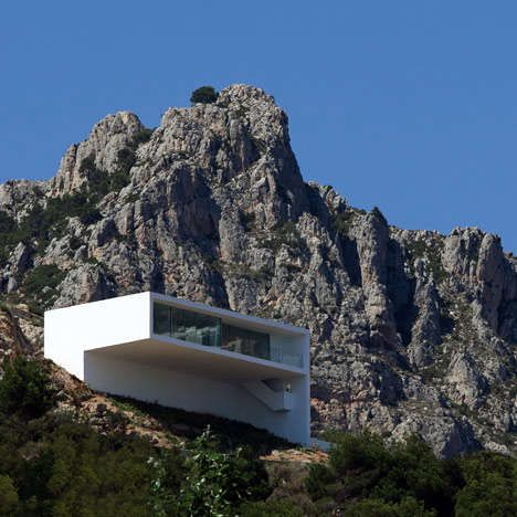 GravityDefying Abodes Architecture Mountain Modern And Villas - Modern house on cliff