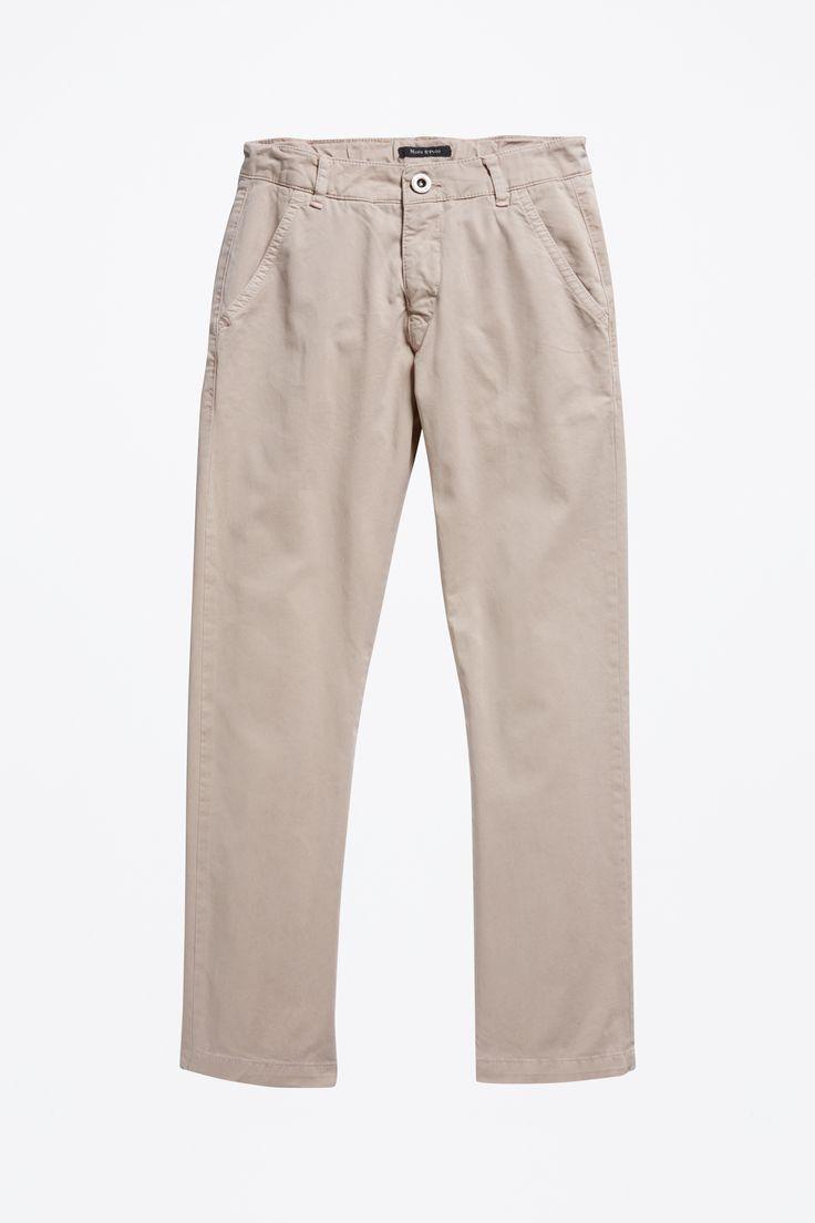 Girls chino  Description: Deze chino is gemaakt van zuiver katoen. De broek heeft klassieke details zoals de Franse zakken vooraan en omboordde zakken aan de achterkant. Verstelbare band binnenin.  Price: 34.90  Meer informatie  #Marc OPolo