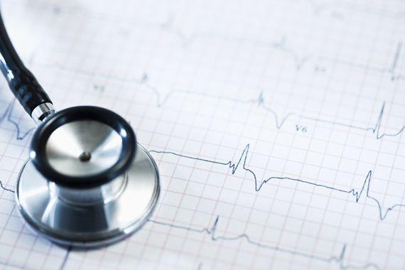 Lo scompenso cardiaco è causato dall'incapacità del cuore di assolvere alla normale funzione contrattile di pompa e di soddisfare il corretto apporto di sangue e ossigeno a tutti gli organi. L'insufficienza cardiaca si instaura in genere in seguito a una lesione muscolare cardiaca.  Tale lesione riduce la performance cardiaca. Se hai bisogno di un consulto cardiologico chiama il numero +39 0362 245698 e fissa un appuntamento con uno specialista Fisioclinic.