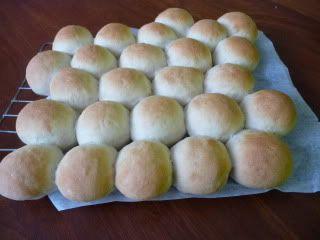 "Chookie's #Thermomix Plain White Rolls ""no fuss"" Recipe http://bit.ly/2apnxrF"