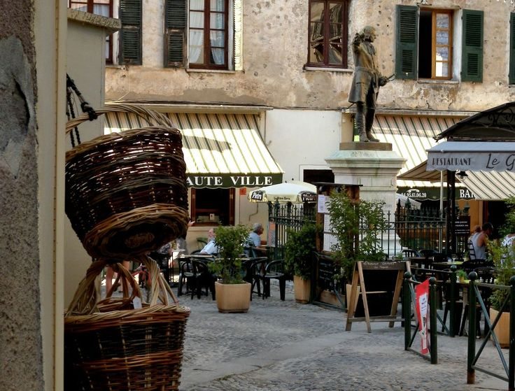 Streets and squares with bars and restaurants in Corte - Corsica