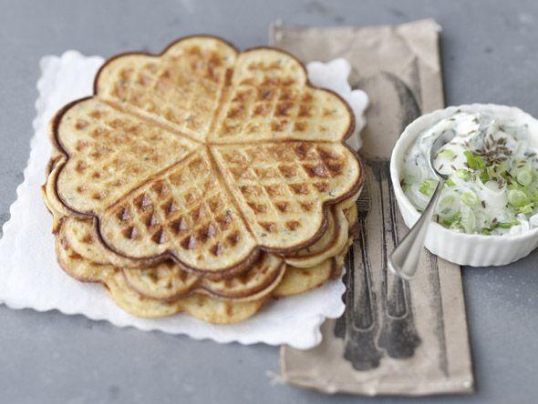 Herzhafte Waffeln mit Käse, Möhren und Kräutern   Zeit: 30 Min.   http://eatsmarter.de/rezepte/herzhafte-waffeln-mit-kaese-moehren-und-kraeutern