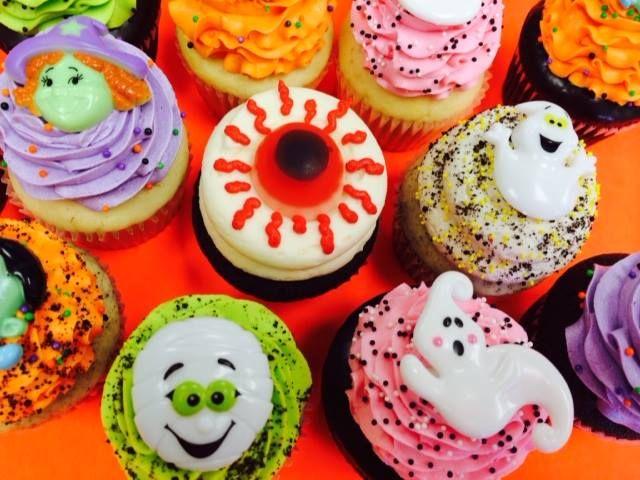Halloween cupcakes!  Visit Omg! Cupcakes at www.facebook.com/OmgCupcakesGP