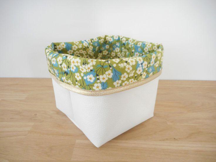 Panier de rangement en simili cuir blanc et tissu Liberty Mitsi (fleurs) vert - biais pailleté or - 14x14cm : Meubles et rangements par le-monde-de-physalis
