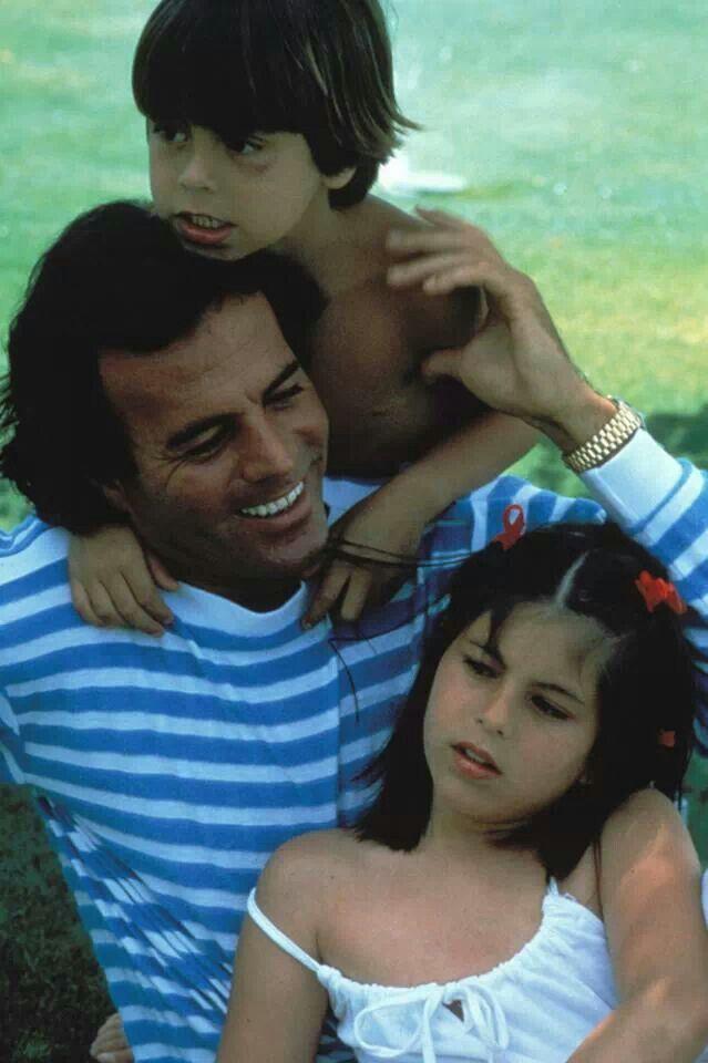 Julio Iglesias con Chábeli y Enrique
