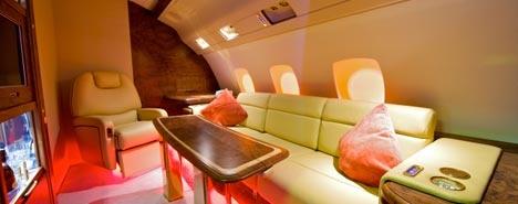 Lusso a bordo - Voli da veri vip coccolati dai servizi super lussuosi dei jet privati a noleggio. Per viaggi all'insegna del relax su poltrone e divani, del comfort e della privacy