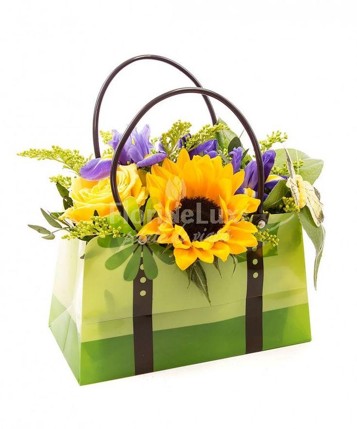 specialistii FlorideLux se pregatesc cu mare drag si spor pentru ziua de Sfantul Gheorghe, care se serbeaza pe 23 aprilie! :D am scris pentru voi un blog post in care va povestim ce flori oferim de Sfantul Gheorghe --> go read! 👉🏻💐http://ioana.dosinescu.ro/flori-sfantul-gheorghe-23-aprilie/